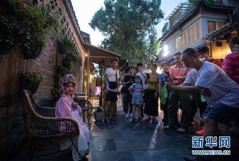 (社會)(3)成都寬窄巷子舉行全國示范步行街揭牌儀式