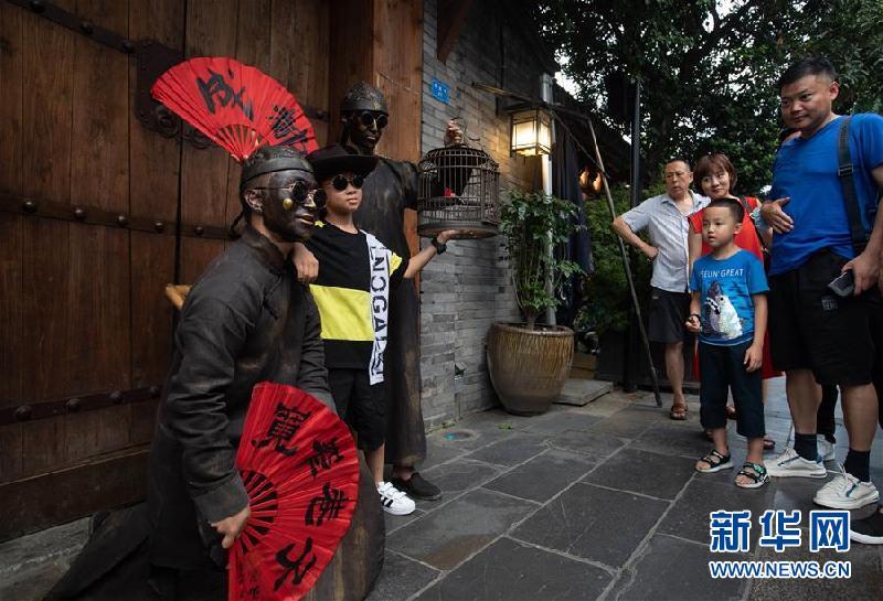 (社會)(6)成都寬窄巷子舉行全國示范步行街揭牌儀式