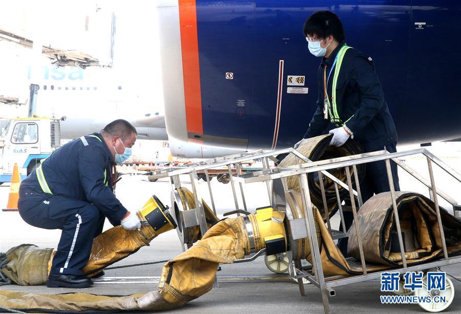 (社會)(1)上海浦東機場:高溫下的堅守