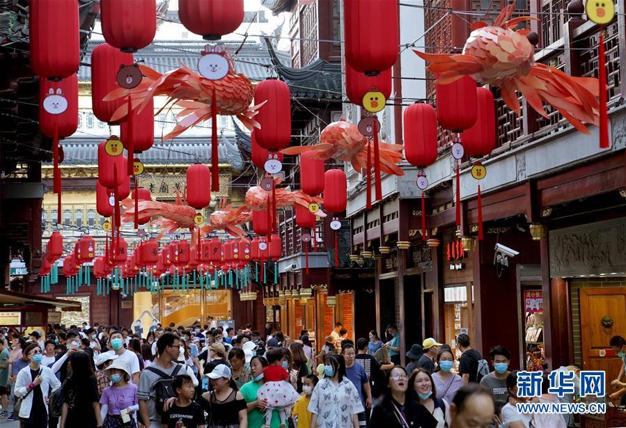 """(社會)(1)上海:豫園進入""""暑期檔"""""""