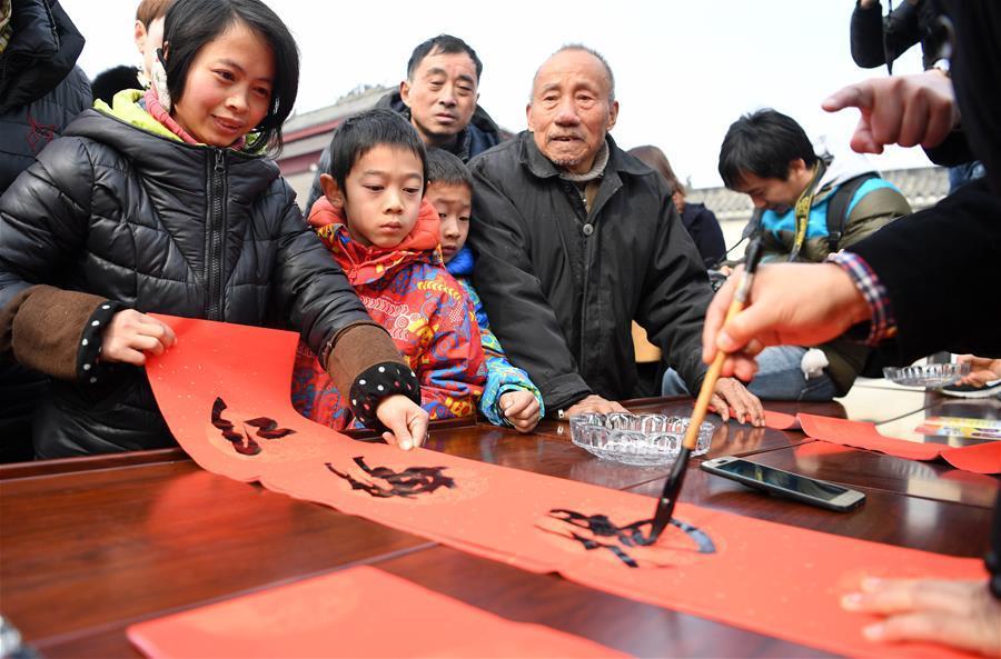 安徽:文化年货送村民