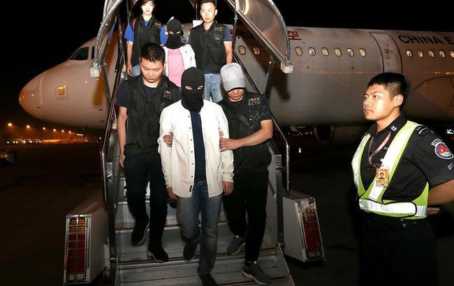 上海警方将涉嫌非法吸收公众存款罪主要犯罪嫌疑人押解回国