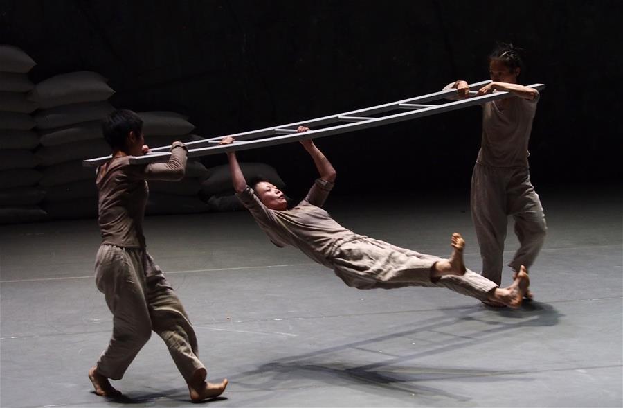 现代舞作品《插销》在沪上演