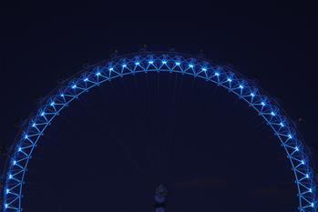 倫敦亮燈致敬醫護人員