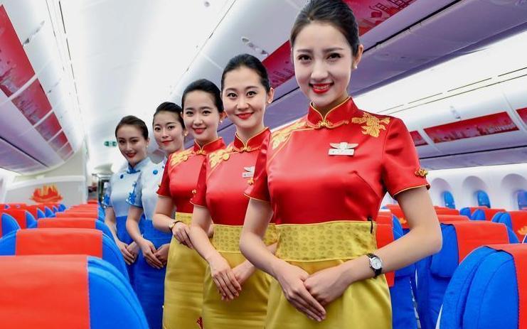 廈航新款專包機空姐制服亮相