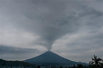巴厘島火山持續噴發