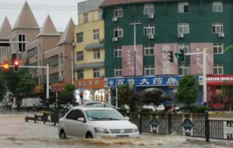 安慶出現特大暴雨 26日白天強降雨仍然持續