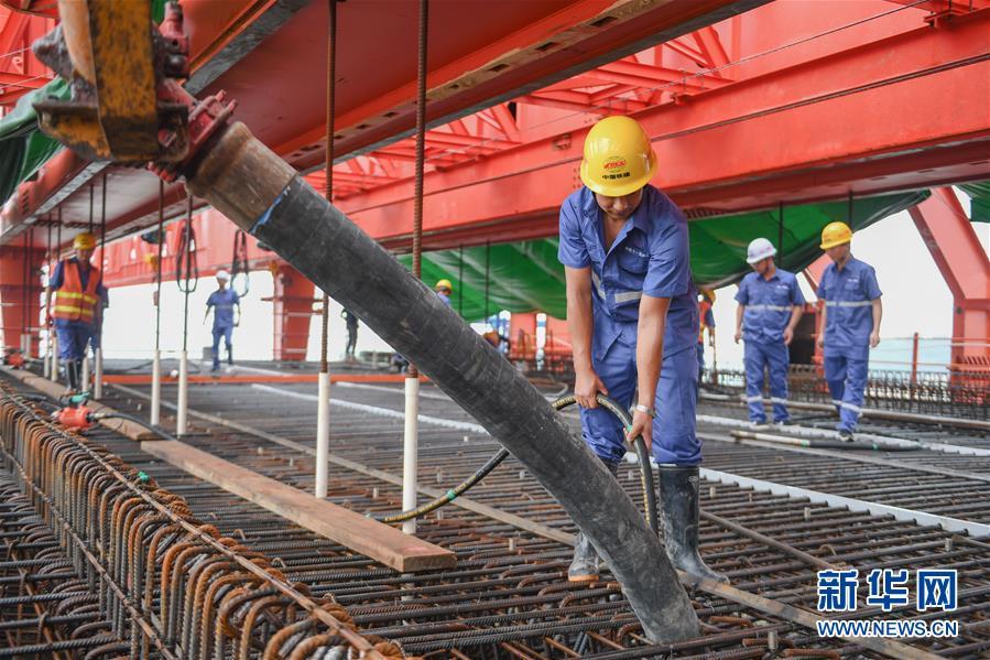 國內首孔40米大跨度移動模架現澆梁在福廈高鐵啟動澆築