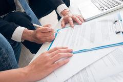 簽合同簽得腰酸背痛手抽筋 新房簽約竟要寫500多遍姓名