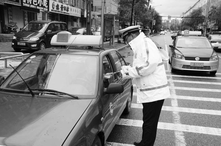 吉林省交警部門開展機動車禮讓斑馬線宣傳活動