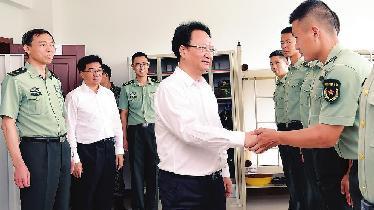 景俊海到吉林省軍區警備糾察隊走訪慰問