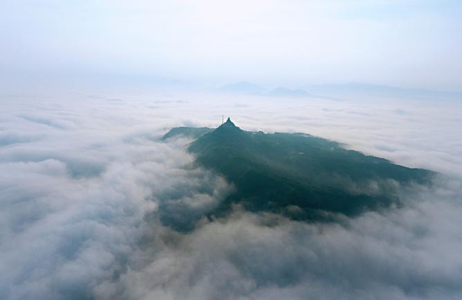 靖州:飛山景區顯雲海奇觀
