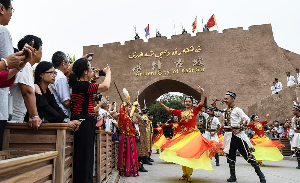 新疆喀什:旅遊旺季引客來