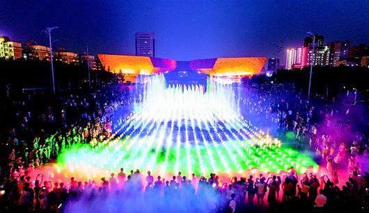 武昌首義廣場噴泉驚艷亮相