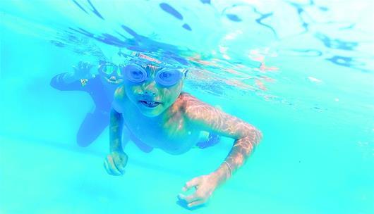 武漢42家遊泳館免費對中小學生定時開放