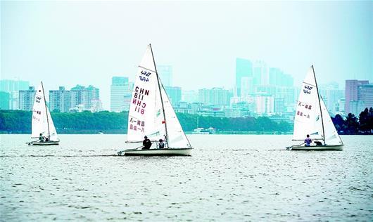 """八一帆船隊""""亮劍""""東湖"""