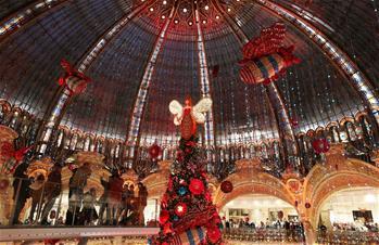 """巴黎:""""老佛爺""""的聖誕樹"""