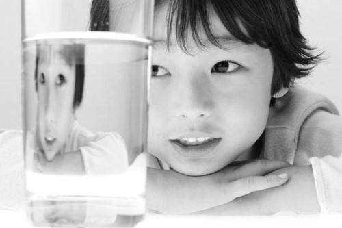 孩子多喝水認知強反應快