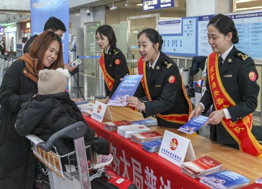 """北京海關舉辦""""送法進口岸""""普法活動"""