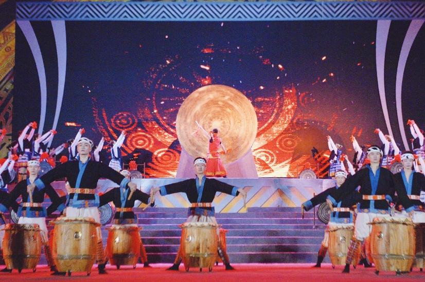第20屆河池銅鼓山歌藝術節在南丹舉行