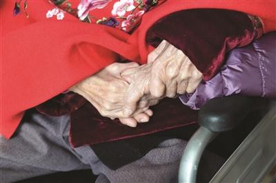 """""""兩百歲""""老姐妹見面 中國第一代女話務員同賀百歲"""