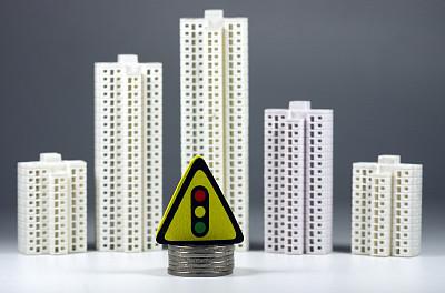 融資環境持續收緊 中小房企破産明顯增多