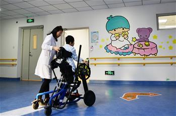 天津:走進殘疾兒童康復中心