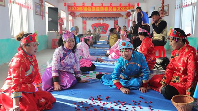 """抓""""嘎拉哈""""抓出新年福氣——沈陽錫伯族群眾傳承300多年民俗遊戲迎春"""