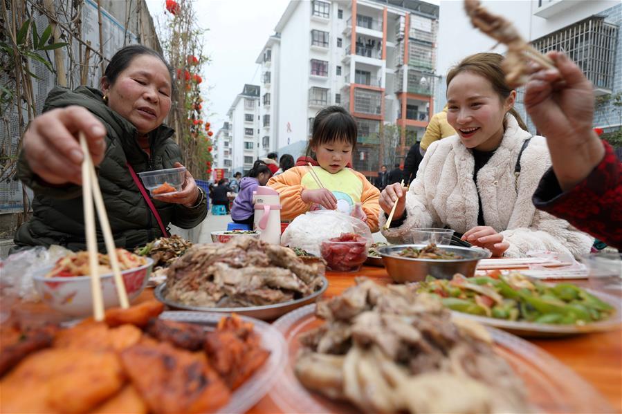廣西三江:易地扶貧搬遷新區年味濃