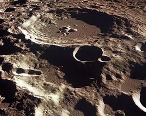 冰冷的月坑中,或許有可利用的水冰資源