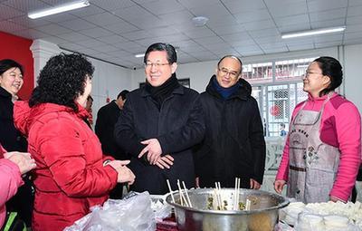 王東峰:確保人民群眾度過歡樂祥和的春節