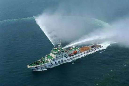 """衝得上去,救得下 """"南海救117""""輪的新年堅守"""