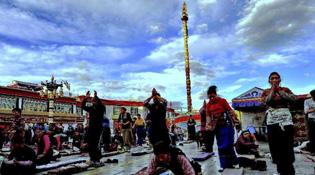 西藏拉薩大昭寺、小昭寺等古城區域內宗教活動場所暫停對外開放