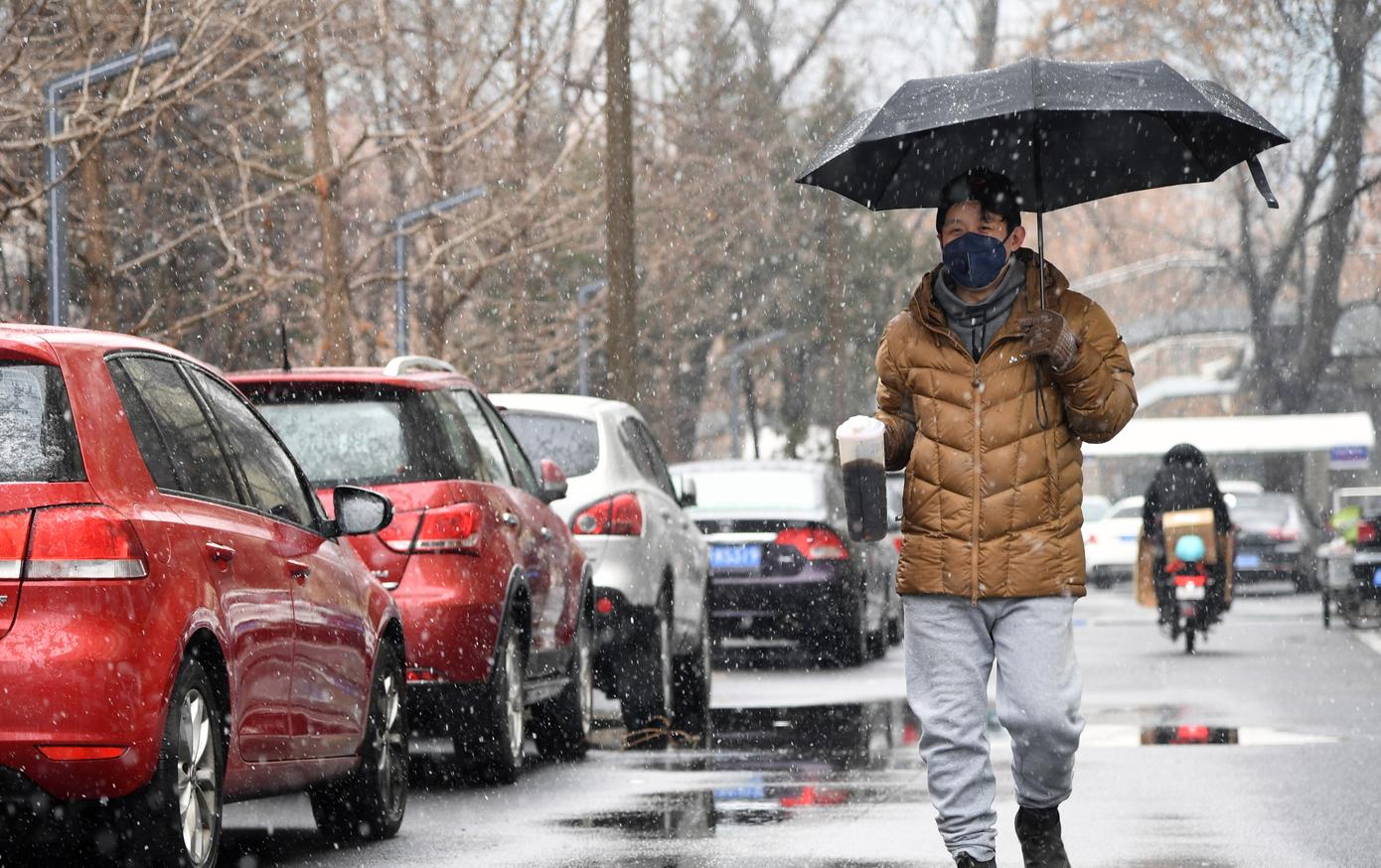 北京海淀:雨雪中的守護 社區裏的溫暖