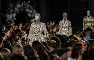 倫敦時裝周——Richard Quinn品牌時裝秀