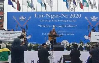 印度歌手寫歌聲援中國抗疫 現學中文歌詞發音