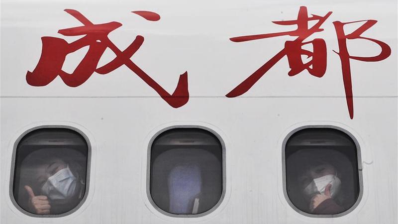 國社@四川 國産民機ARJ21護送四川醫療隊員馳援湖北