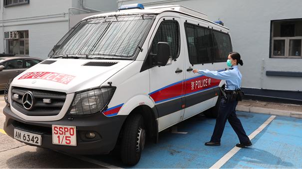 """""""希望社會盡快平穩,疫情快點過去""""——一位香港女警最想收到的婦女節禮物"""