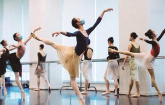 """上海芭蕾舞團""""雲考核""""吸引網友圍觀"""