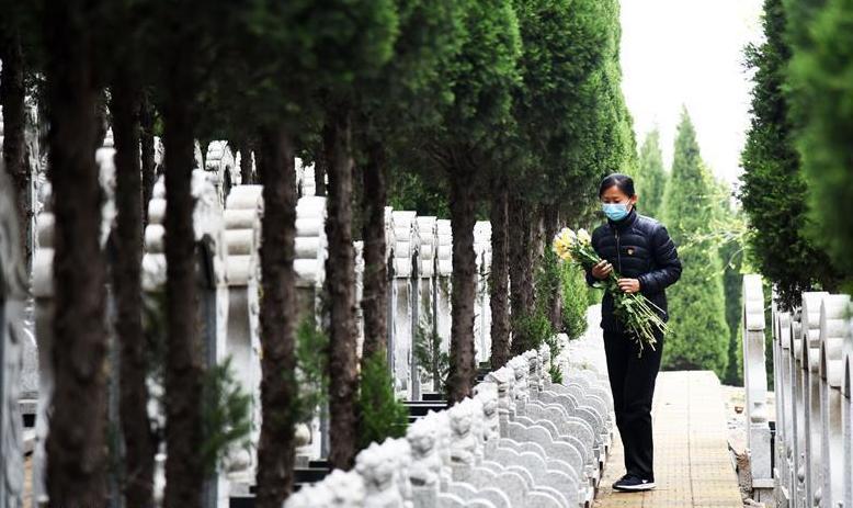 濟南:清明代祭寄哀思