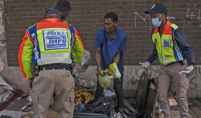 南非軍警加大執法力度控制疫情蔓延