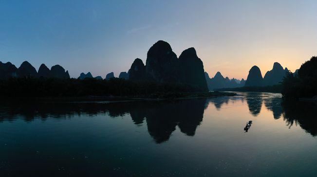 桂林山水:江作青羅帶 山如碧玉篸