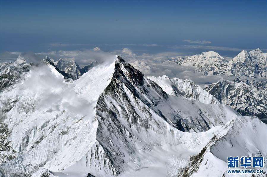 2020珠峰高程測量登山隊成功登頂