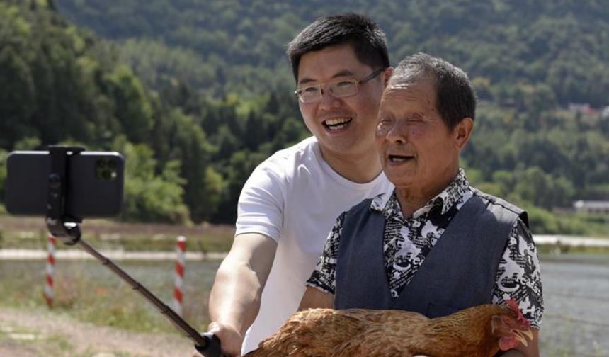 全國人大代表李君:希望讓世界看到岫雲村的幸福