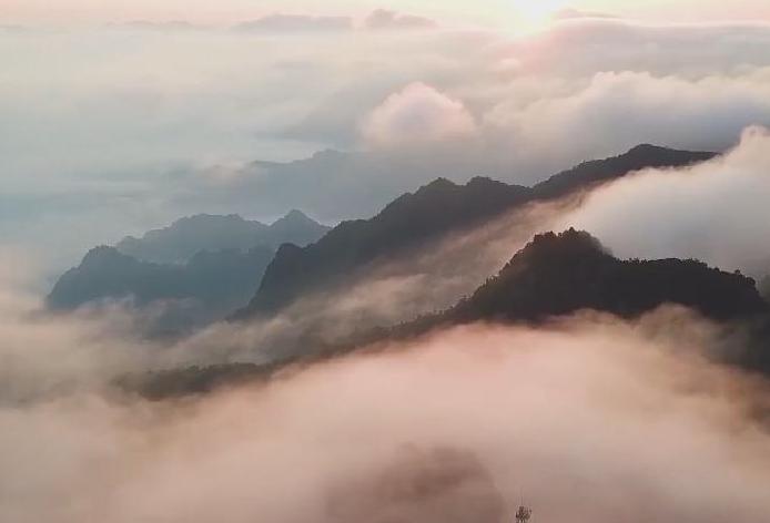 湖南張家界:流雲飛瀑沐晨光