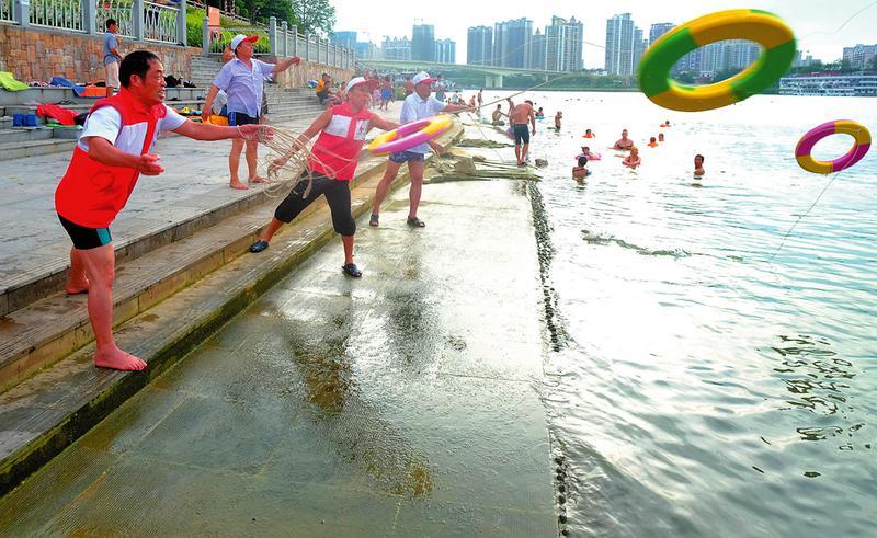 水上志願分隊護航 遊泳者安全感提升