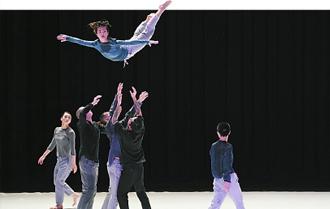 原創現代舞《九重奏》首演 九人律動瞬間 錯覺時間停止