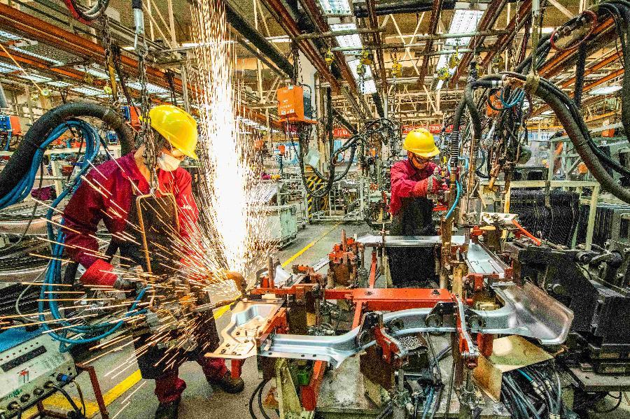 壓力挑戰下,中國制造如何逆勢突圍?——上半年制造業走勢觀察