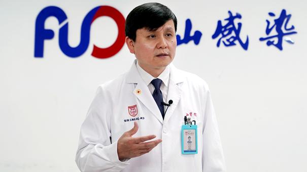 """擴大檢測,避免醫療資源""""應接不暇""""——張文宏談香港疫情防控對策"""