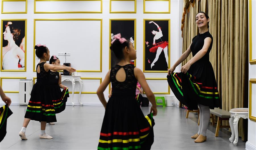 海南三亞:學芭蕾 度暑假